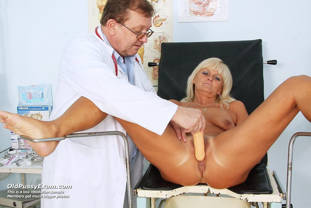 Показывают у гинеколога пизду крупно видео
