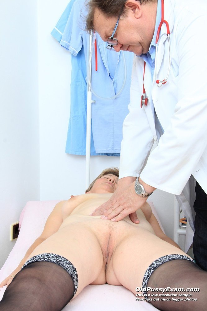 Wifey gyno in addition to a speculum 7