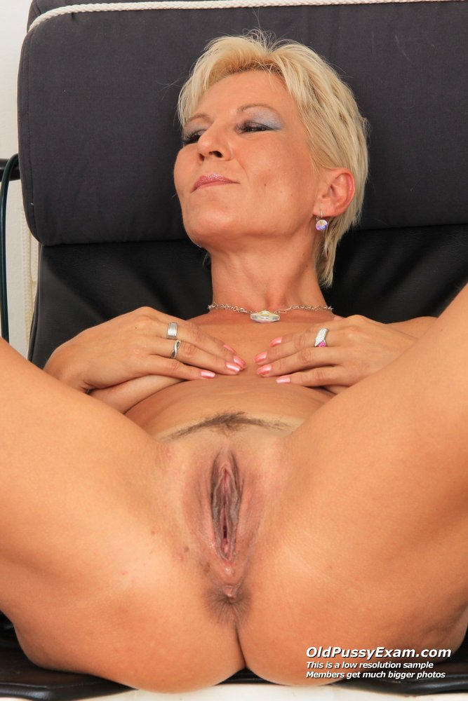 Blonde milf crystal gets her sweet twat loaded with jizz 10