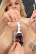 Gyn-tool dentro Karen shaved buco durante la gyno