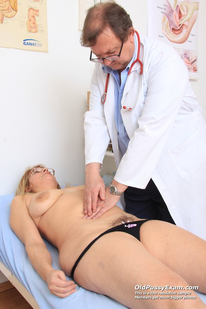 Dame gyno with a gynoinstrument 5